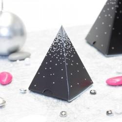 Pyramide Noir et Argent, un contenant à dragées original pour noël