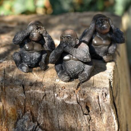 Bébé Gorille en céramique. En petit groupe, c'est encore meilleur.