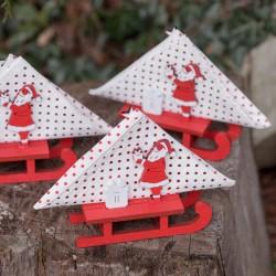 Luge du Père Noël Rouge pour rehausser la décoration de votre table.