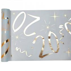 Chemin de table Anniversaire 20 ans blanc et or pour décorer avec élégance votre table de fête.