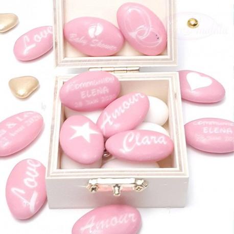 Personnalisez vos dragées rose pour la naissance ou l'anniversaire de votre petite fille