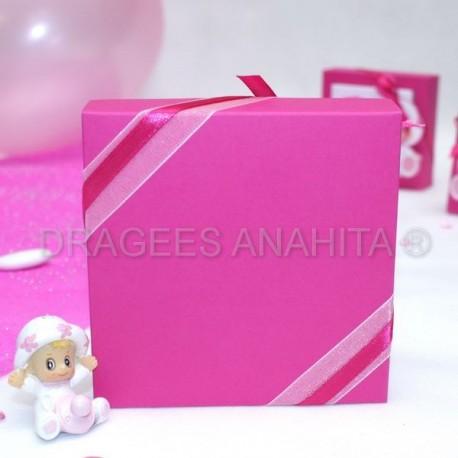 Grande boite à dragées carré bébé rose